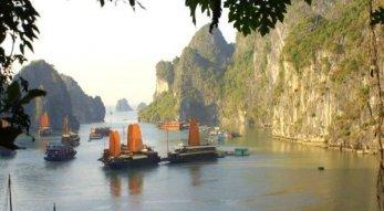 Halong Bucht und Hanoi